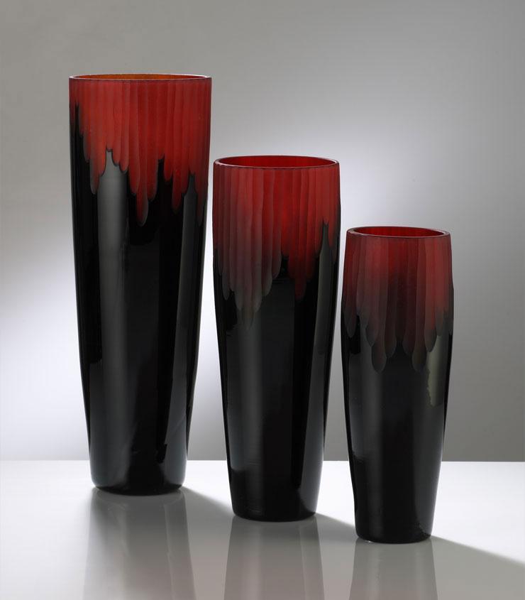 Crimson And Black Vase Cyan Design Interiordecorating