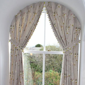 how to hang curtains on an arch window