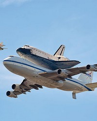 Space Shuttle Endeavour Wall Mural by