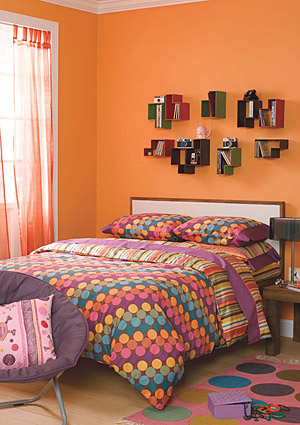 Retro room ideas more detailed the better first long for Room decorating ideas yahoo answers